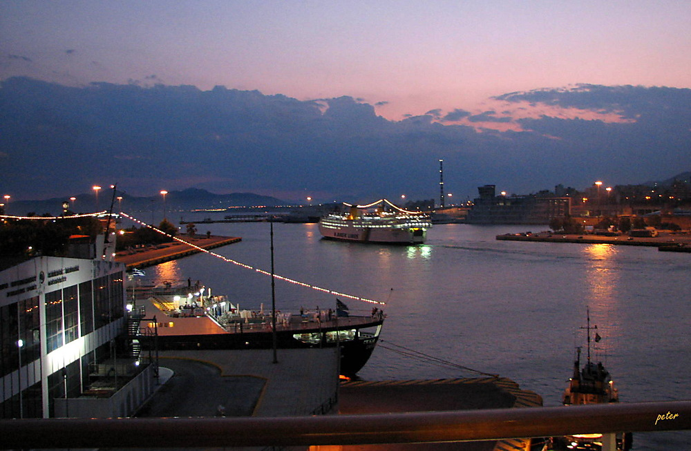 photoblog image Boat Friday - Athens Harbour - 2006